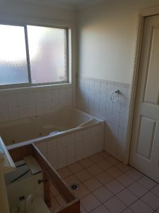 howe-bathroom-before